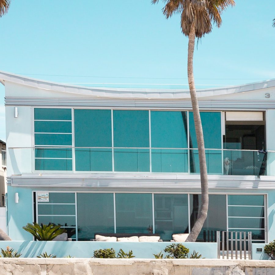 white-concrete-house-2662653.jpg